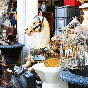 Блошиные рынки пригородов Парижа: охота за сокровищами
