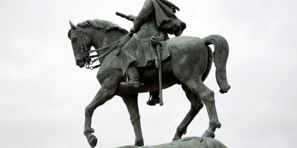 Памятник маршалу Жозефу Жоффру