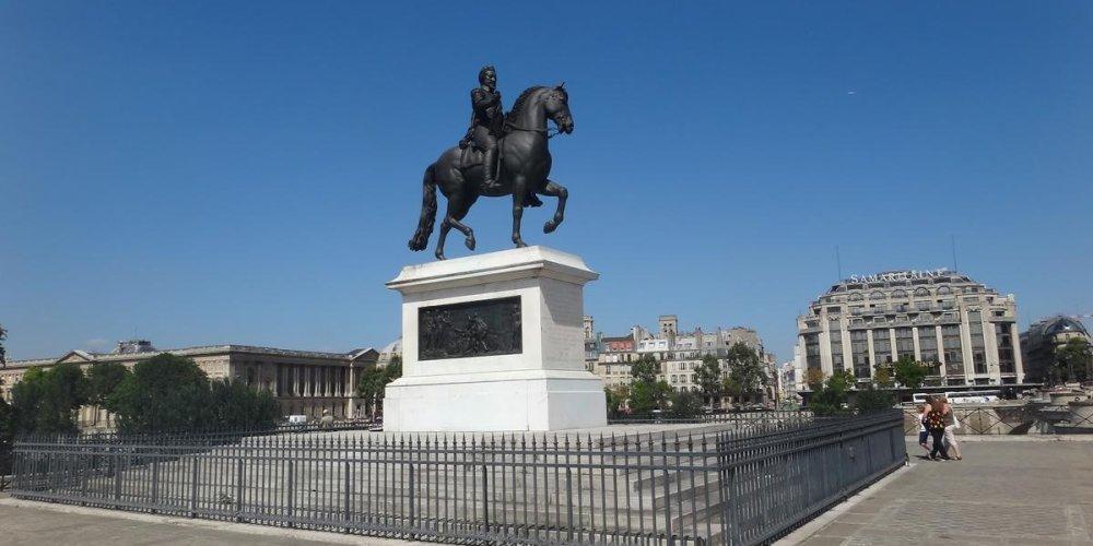 Конная статуя короля Генриха IV