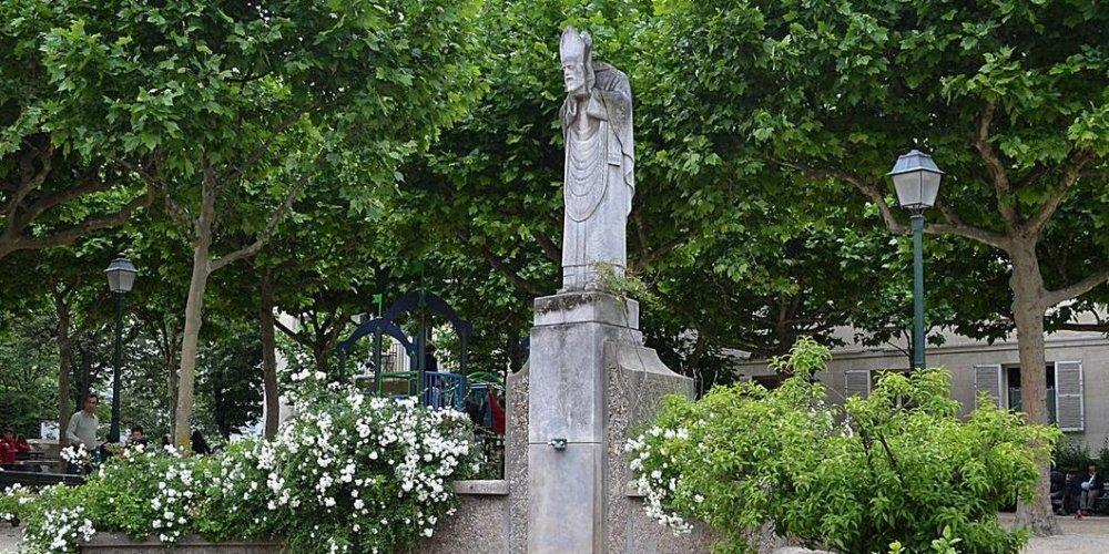 Статуя Сен Дени