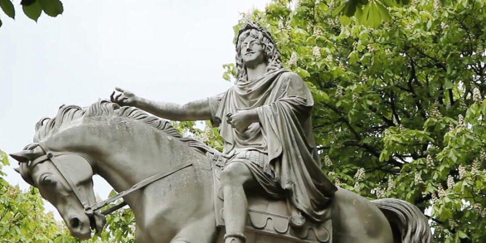 Статуя Луи XIII