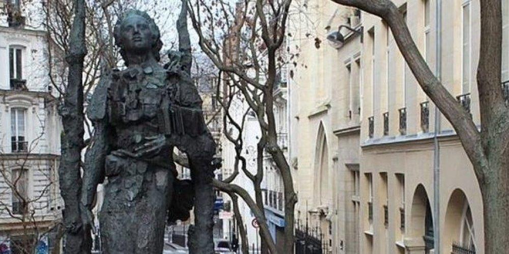 Статуя Михая Эминеску