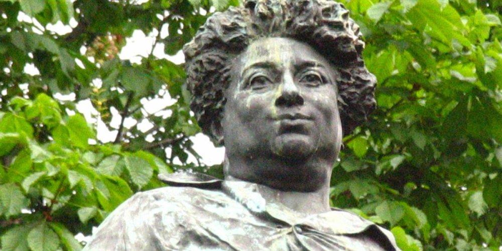 Памятник Александру Дюма