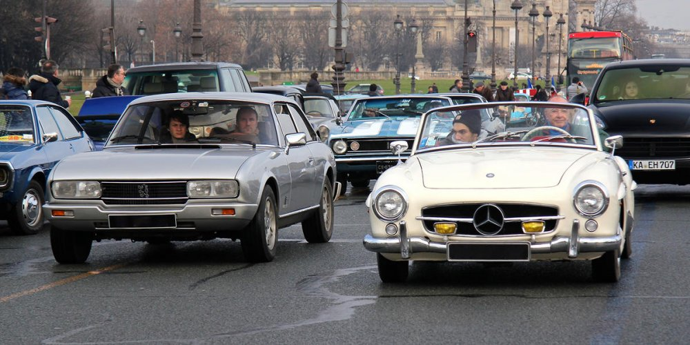 Парад ретро-автомобилей La Traverse de Paris
