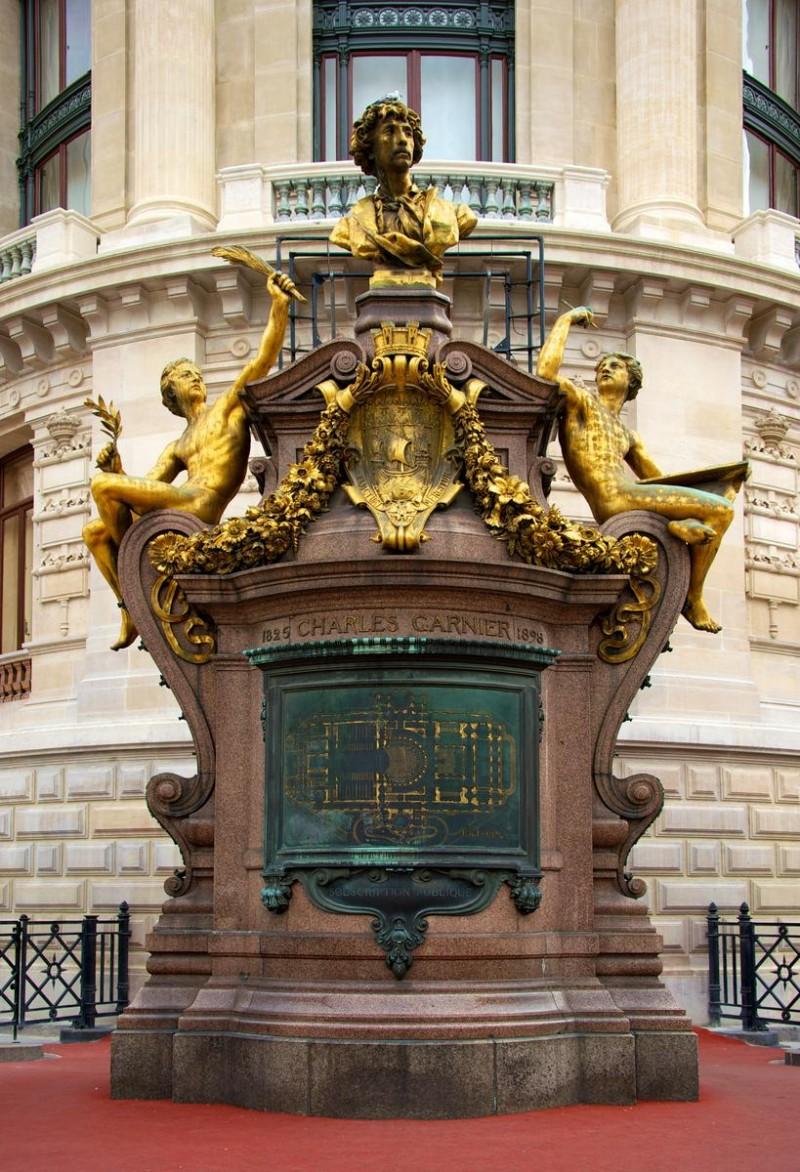 Памятник Шарля Гарнье