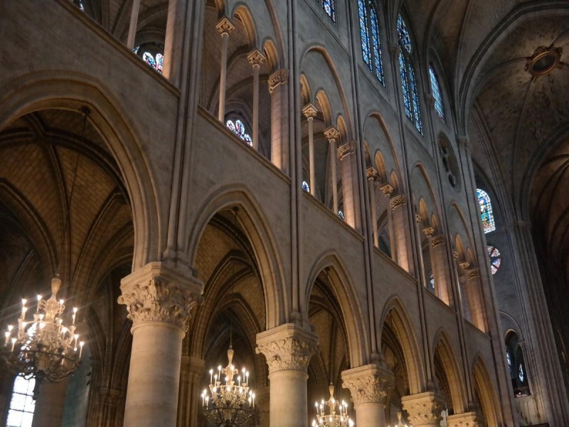 a structural description of chartres cathedral in france