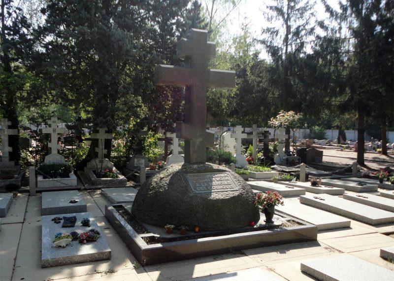 Кладбище Сент-Женевьев-де-Буа 7