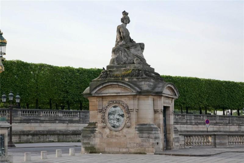 Страсбург статуя на площади согласия