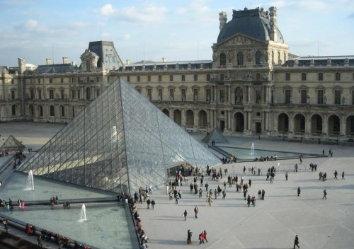 Назначение пирамиды Лувра