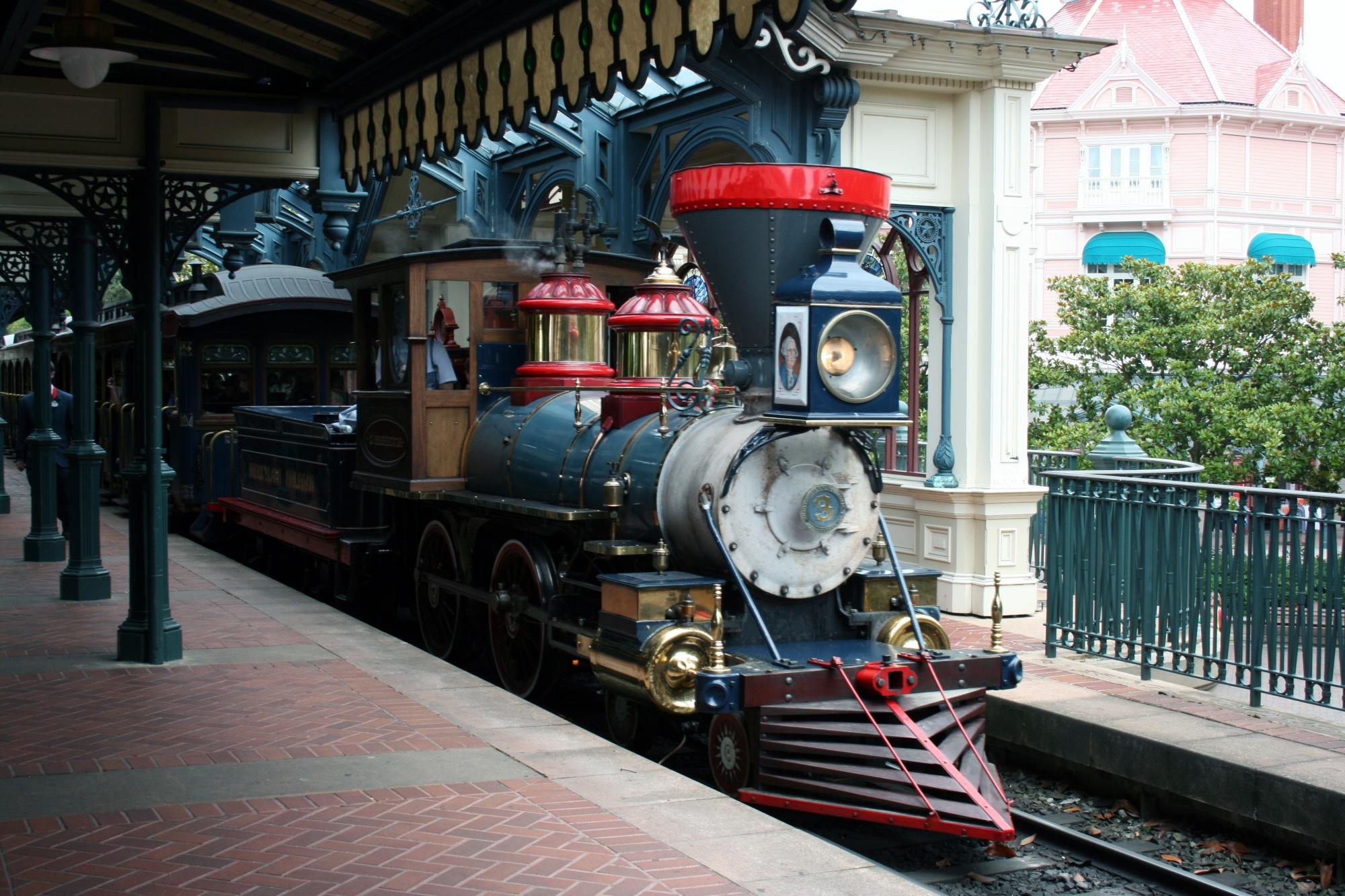 Железнодорожная станция на главной улице США