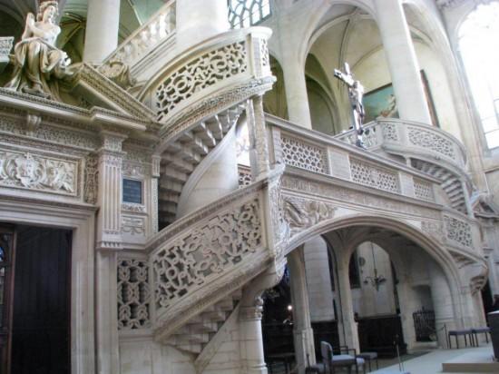 Церковь Сент-Этьен-дю-Мон - лестница