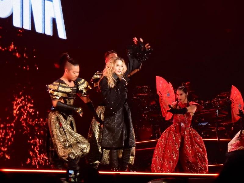 Концерт Мадонны в Париже7