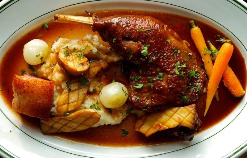 Петух или цыпленок в вине