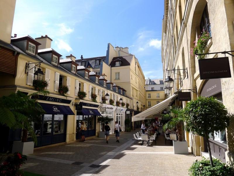 Торговая улица Village Royal
