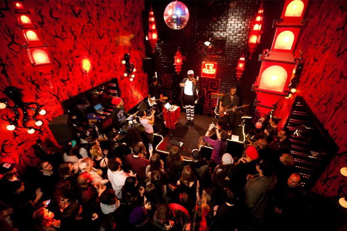 Ночной клуб на красном проспекте ночные клубы в городе геленджик